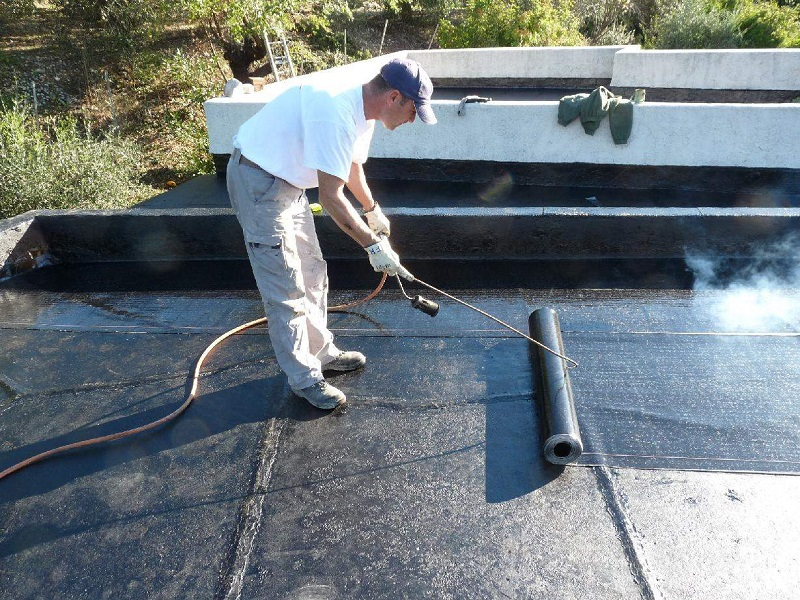 Les cinq tapes de la construction d un toit plat en epdm for Isoler une terrasse